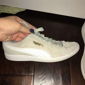 Puma Shoes - Light grey suede pumas